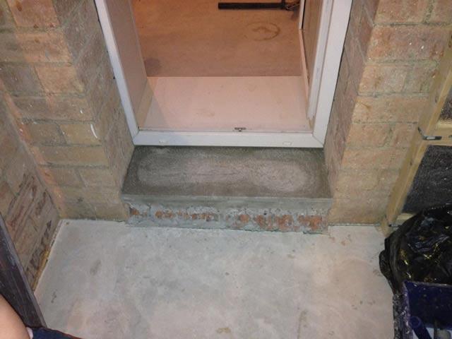 как залить порог входной двери цементом