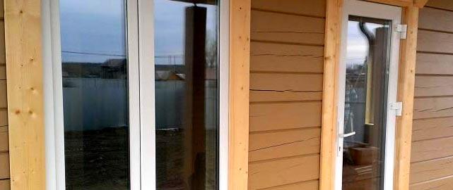 Монтаж металлической двери в деревянном доме