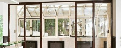 Виды раздвижных дверей для балкона и лоджии