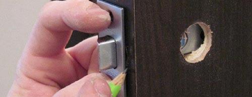 Установка дверных ручек в межкомнатные двери